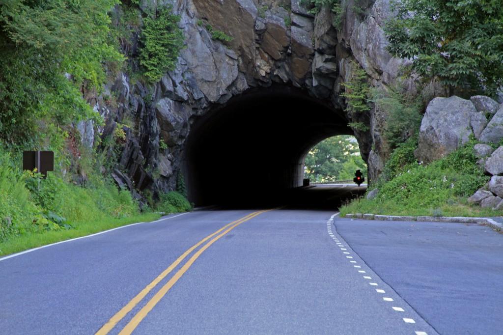 tunnel_moto